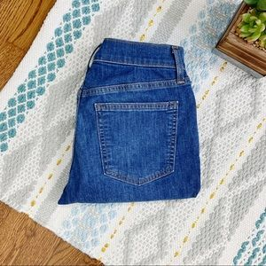 GAP • Best Girlfriend High-Rise Ankle Crop Jean